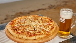 pizza and beer πίτσα και μπύρα